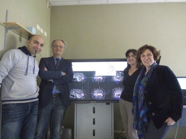 FOTO  -Il team dei ricercatori Toscani con  DR.  Francesca Tinelli, Guido Marco Cicchini, (al centro) Prof Giocanni Cioni (secondo da sinistra) e professoressa Maria Concetta Morrone (quarta da sinistra)